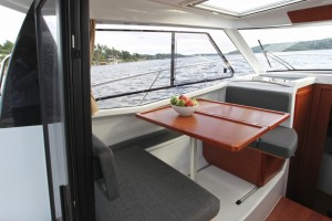 internal motor boat Merry fisher 855 a noleggio